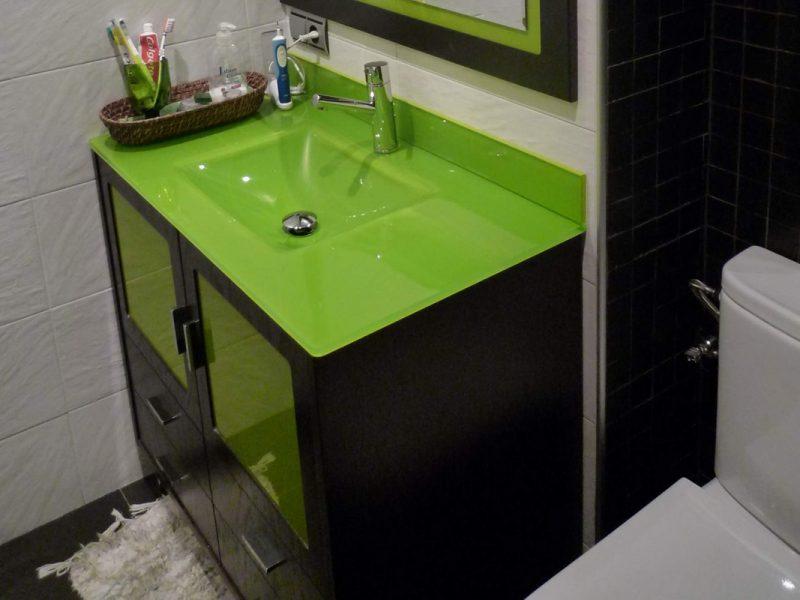 Reforma de lavabo tono verde